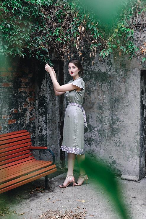 E-Hannah-leafcorner.JPG