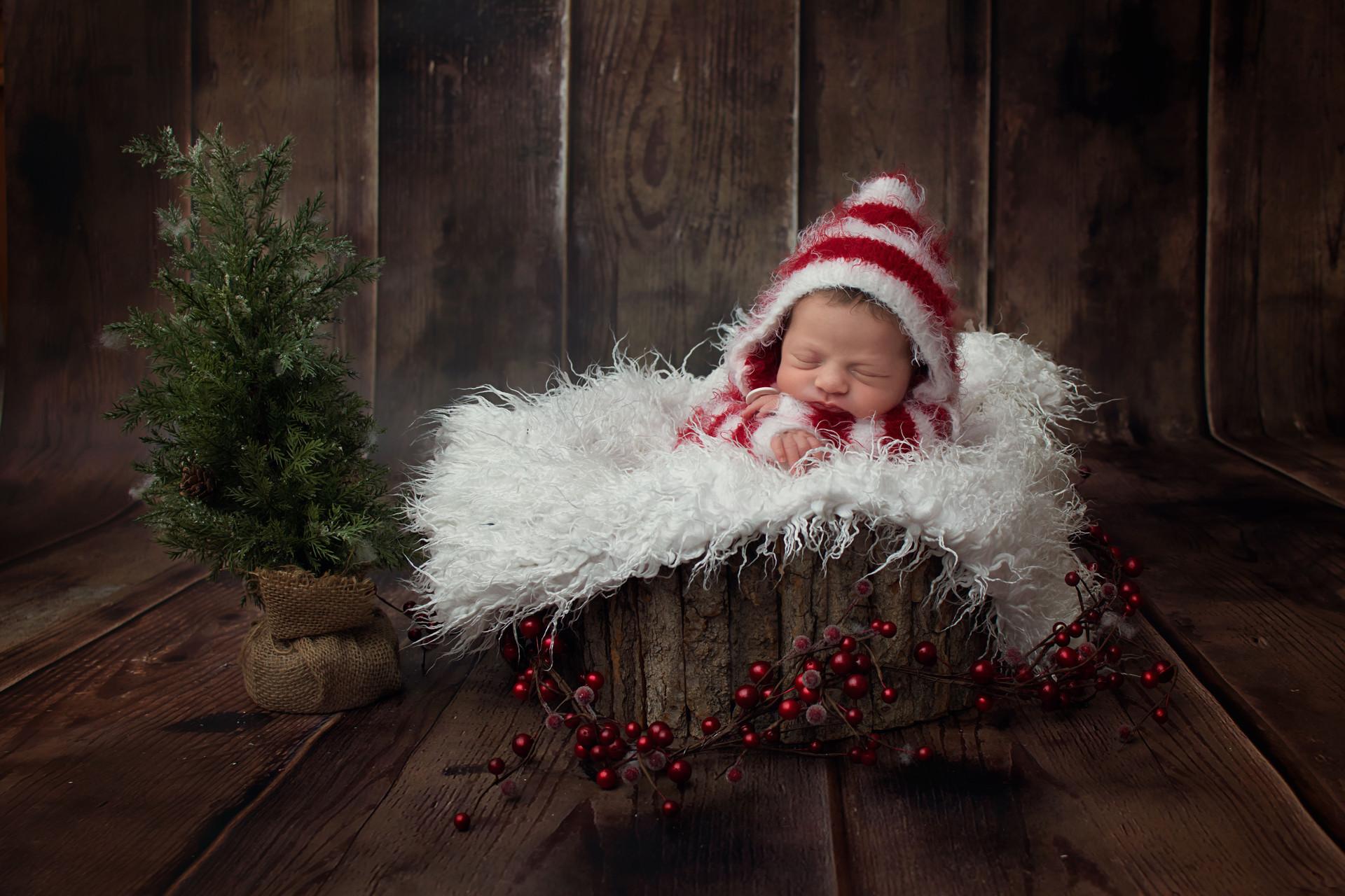 christmas newborn photo.jpg