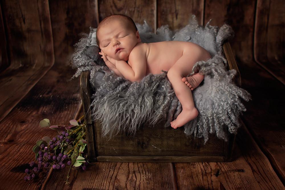 newborn photographer preston.jpg