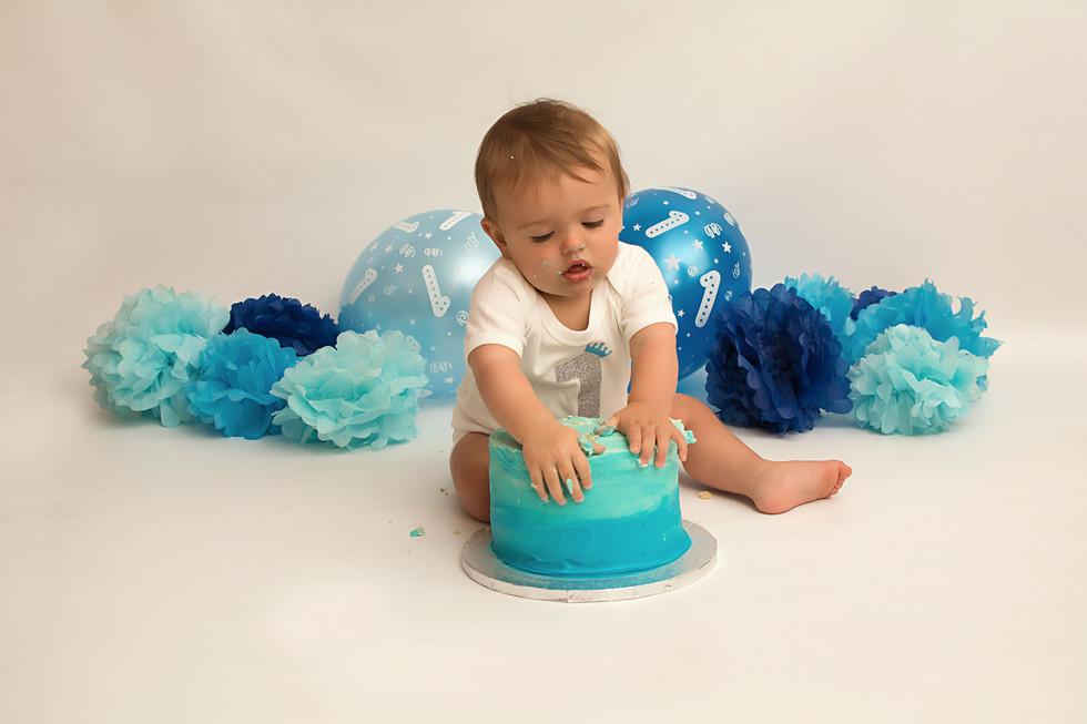 cake smash leyland.jpg