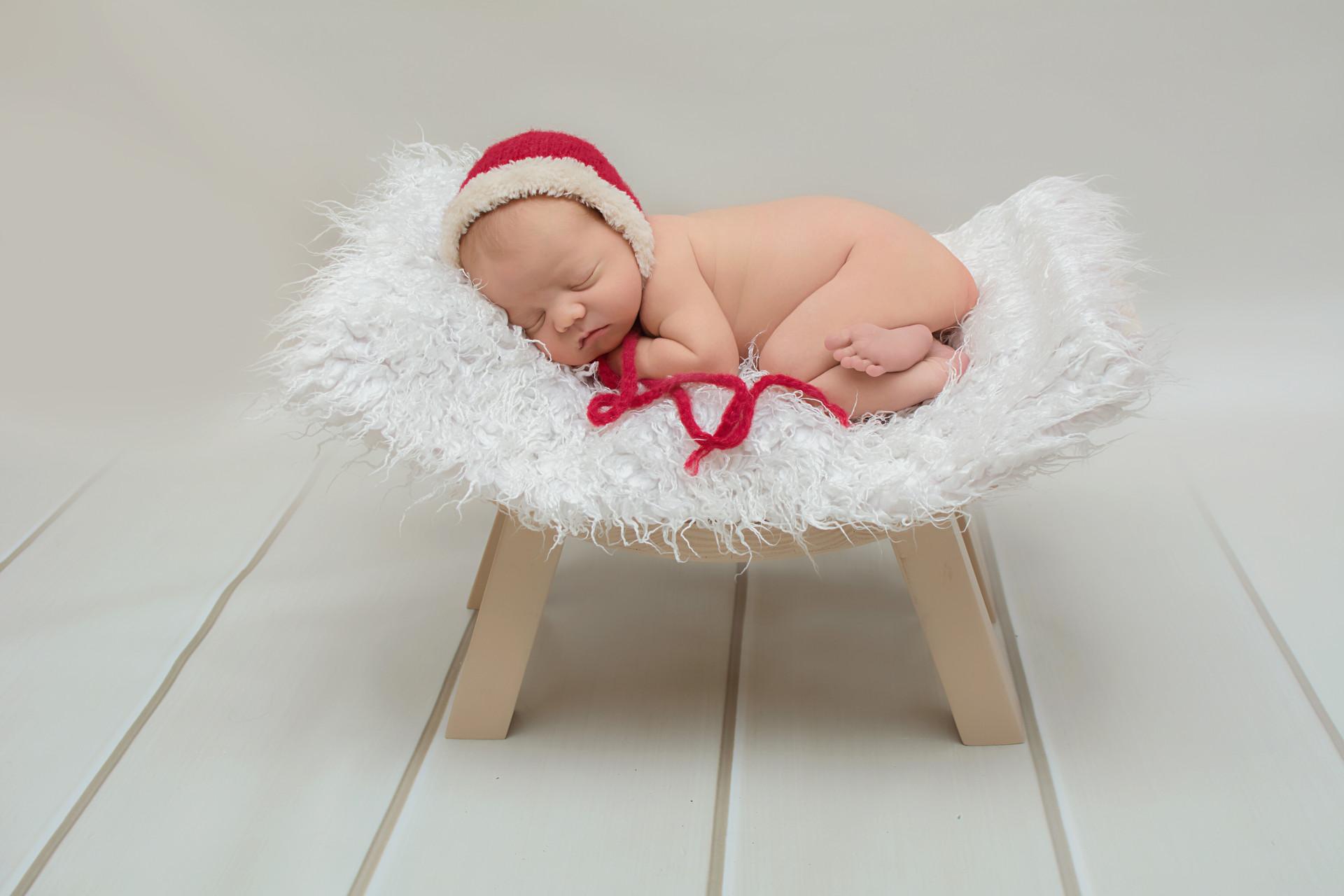 christmas newborn.jpg