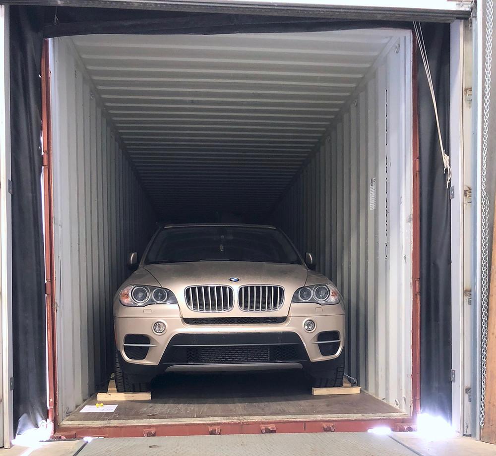 BMW차량 운송 컨테이너 작업사진