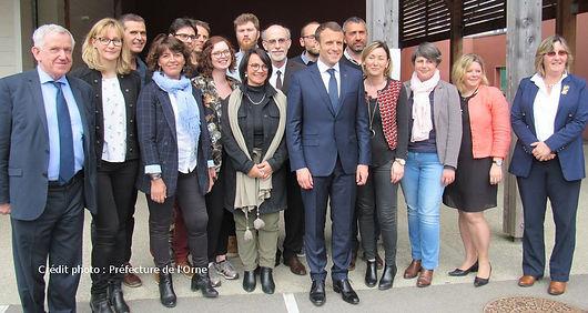 Macron-Ecole Berd'Huis 6.jpg