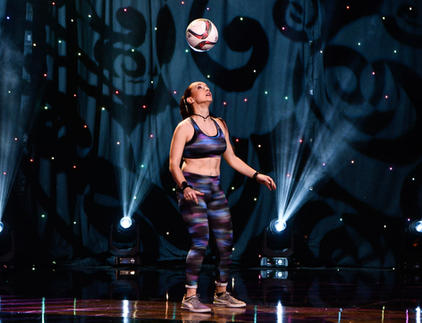 female football freestyler soccer juggle