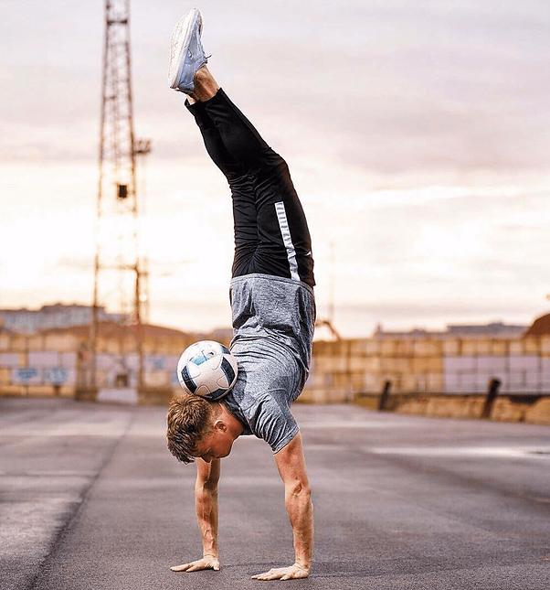 Football freestyler juggler london uk hi