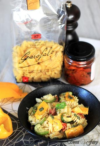 Pâtes aux légumes grillées, tomates séchées & pesto de coriandre