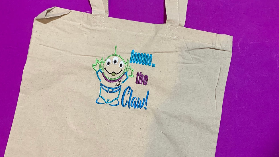 OOOO the claw little green alien embroidered market tote