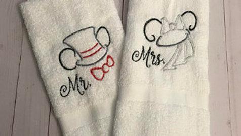 Newlywed Disney embroidered hand towel set