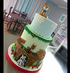 woodland theme cake for a first birthday