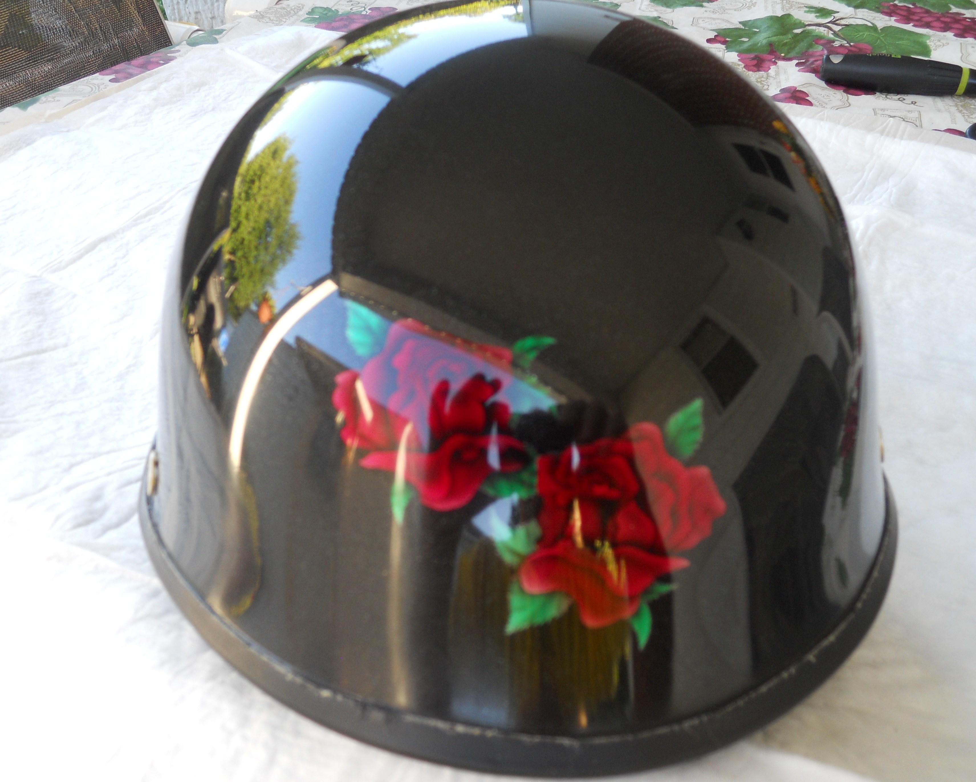 Motorcycle-helmets-roses