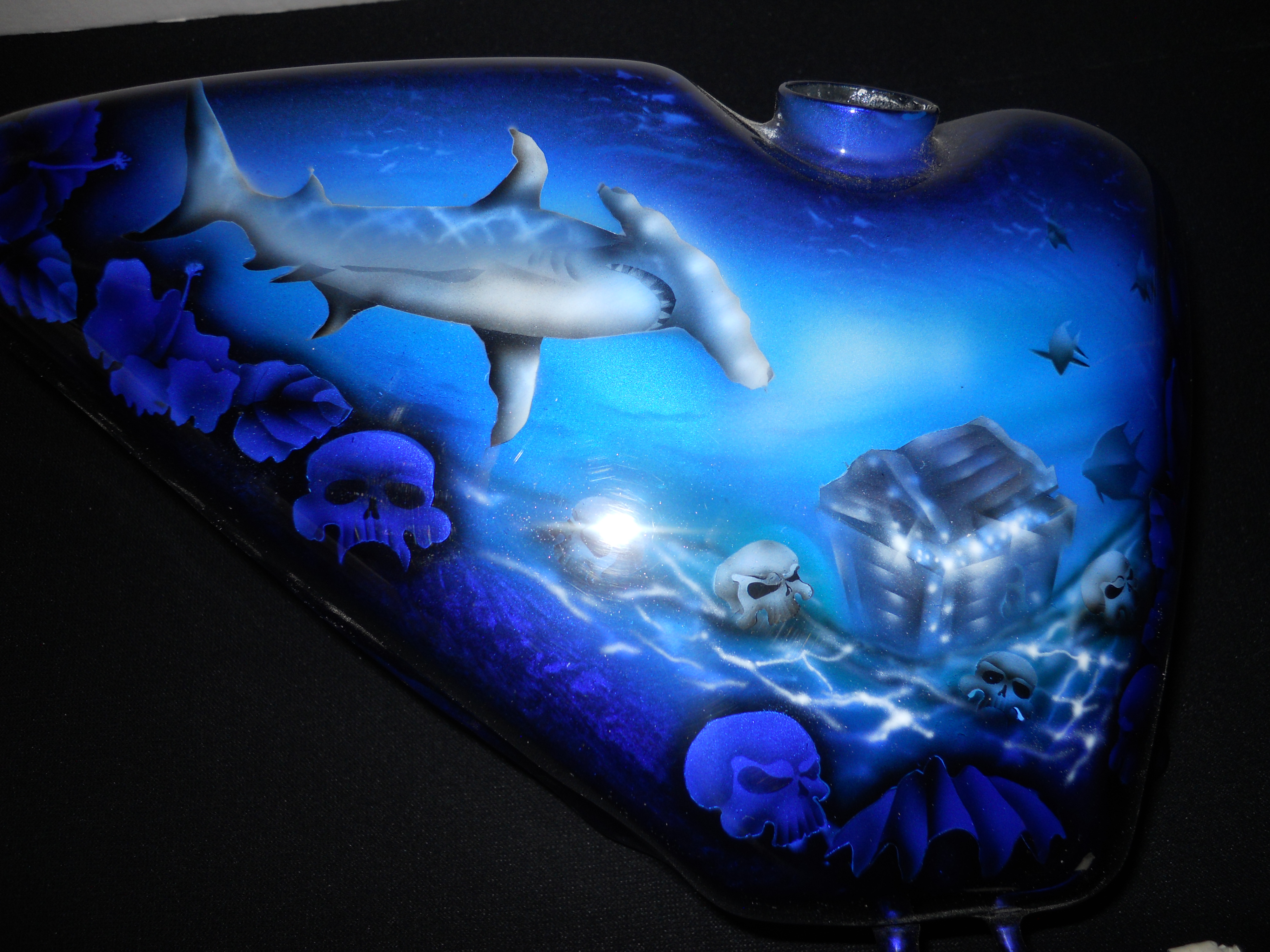 Harley-Davidson-Blue-Candy-Hammerheadshark-shark-underwater-Gas-tank-gastank