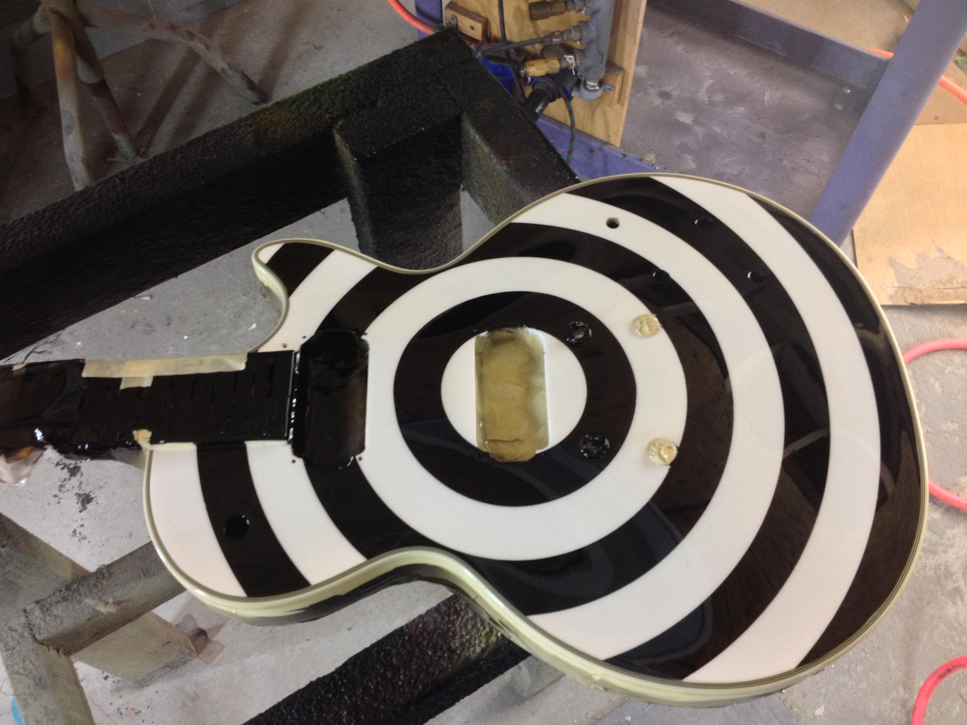 Guitar-Greg-Cassell-Zakk-Wylde-black-white-Replica-Epiphone (2)