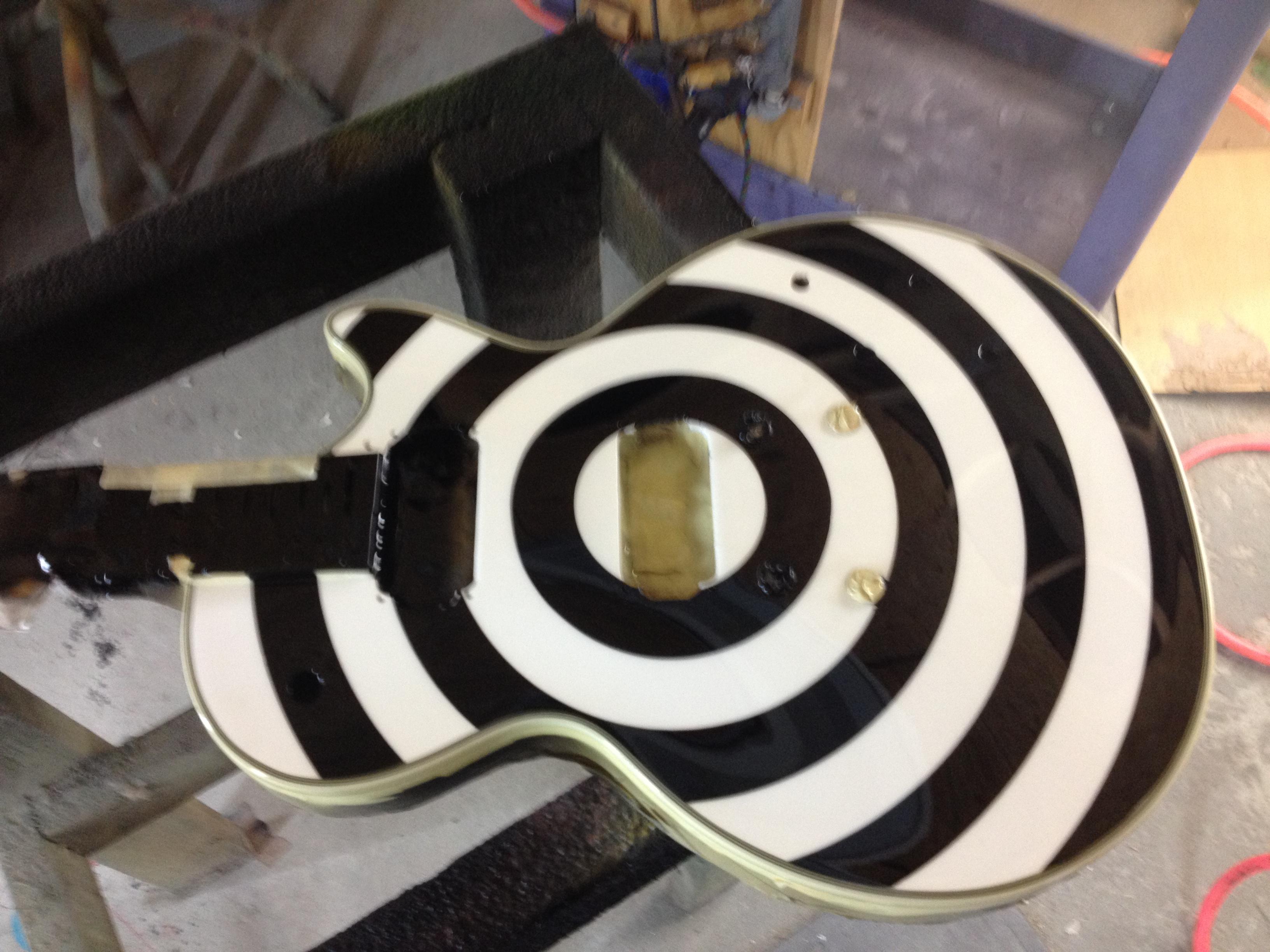 Guitar-Greg-Cassell-Zakk-Wylde-black-white-Replica-Epiphone (1)