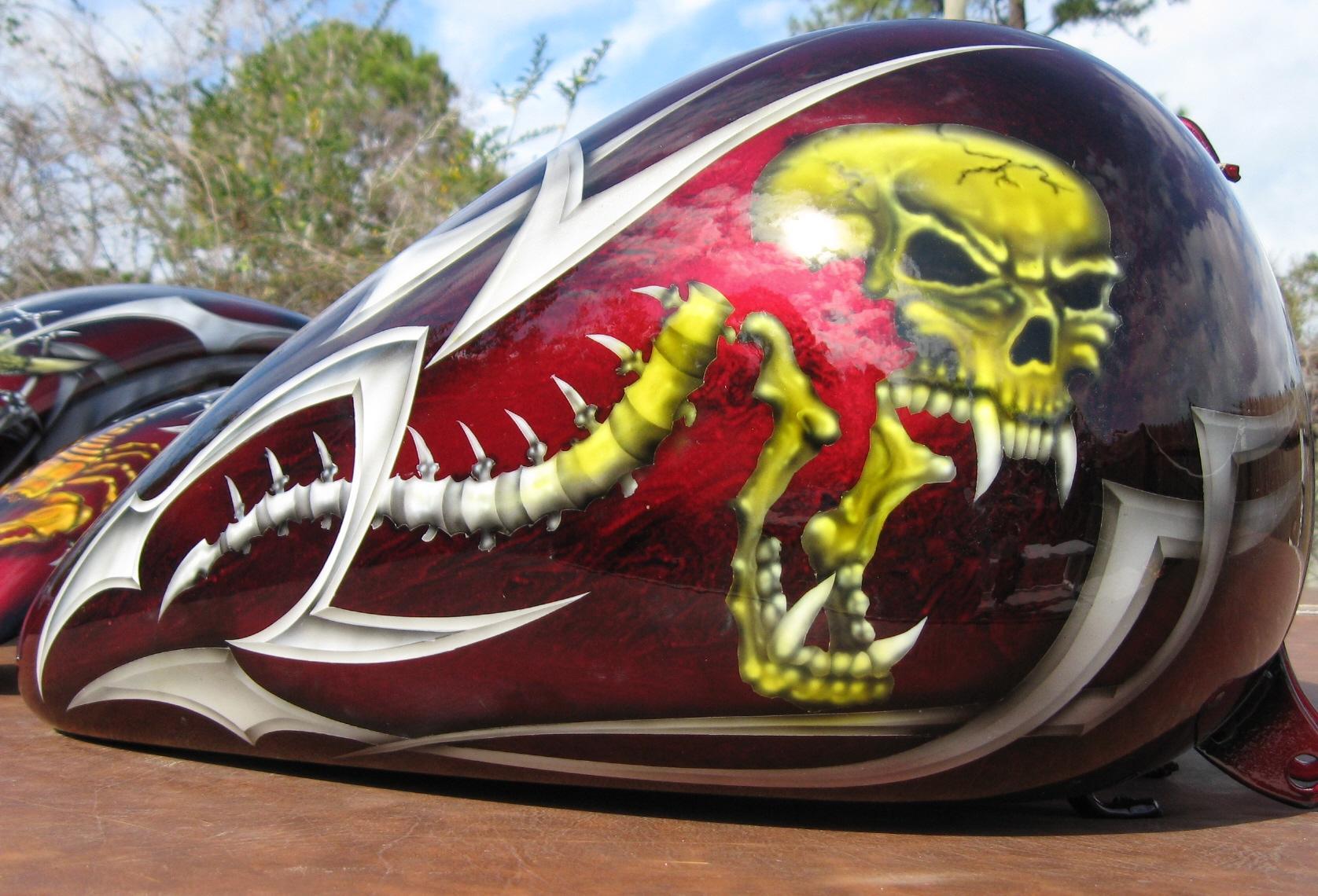 Harley-Davidson-Kandy-Skull-Tribal-Gastank