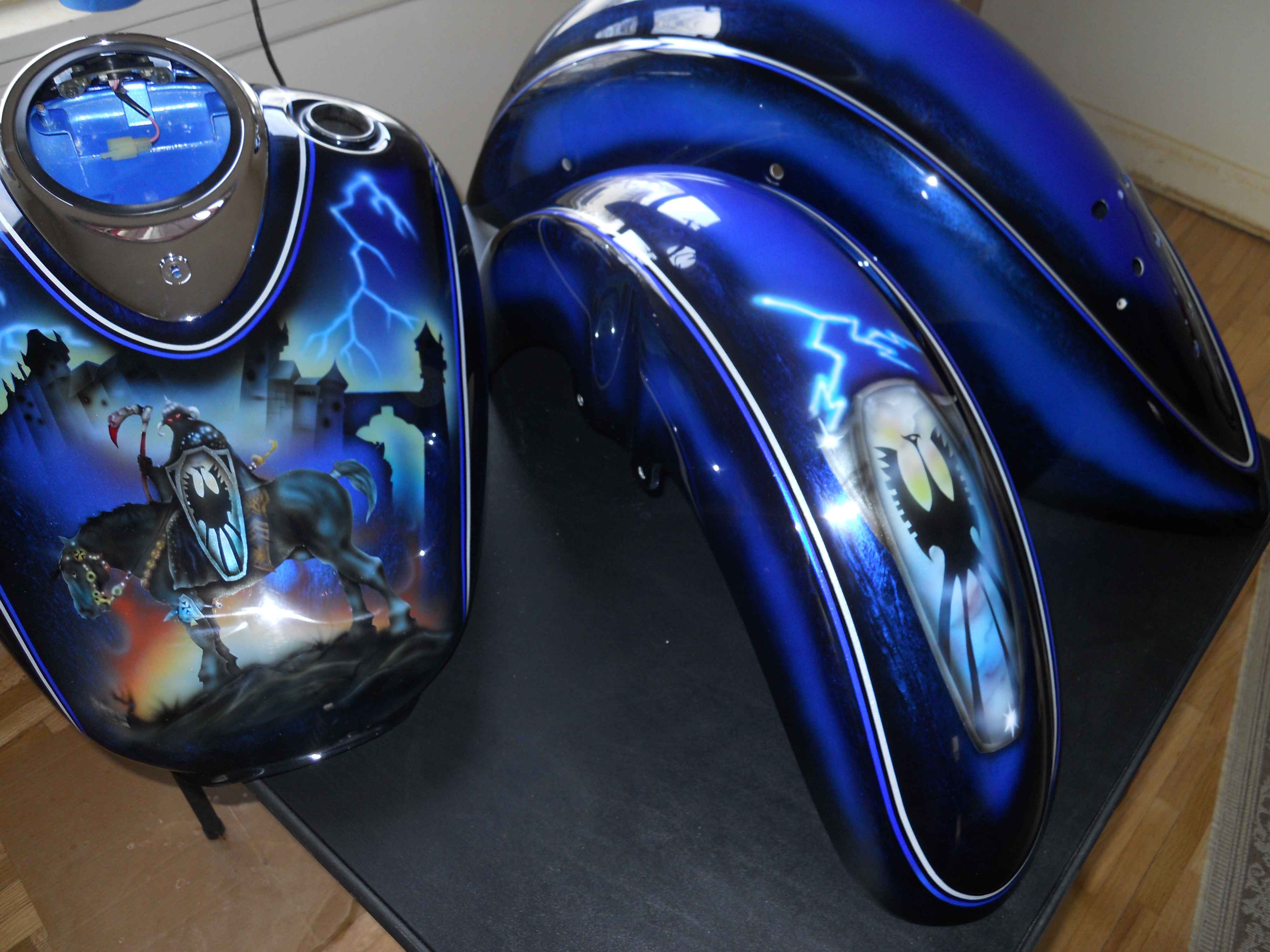 Harley-Davidson-Knight-Reaper-Gastank-Fenders