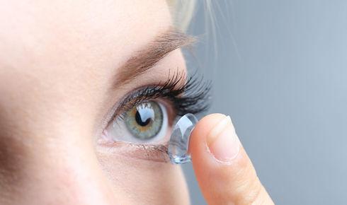 20180227-Eye-contact-lens-face-shutterst