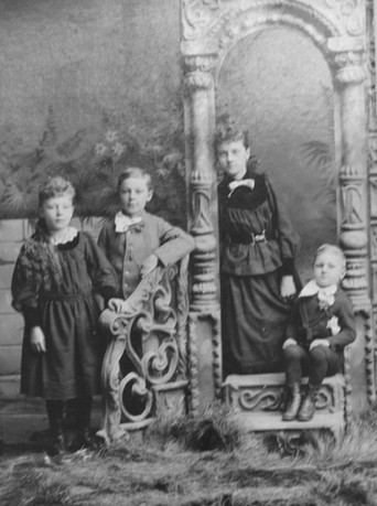 Caroline, Edwin, Martha, August 1888 (2)