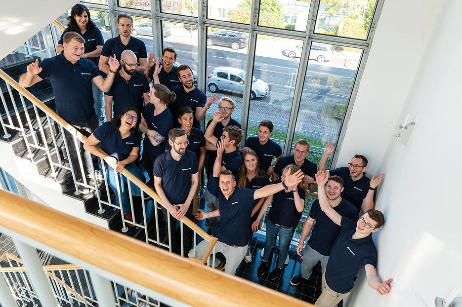 Team MotionMiners an der Treppe 2020