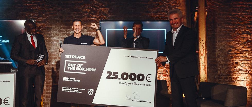 Sascha Kaczmarek gewinnt für die MotionMiners 25.000 Euro beim Out of the box Wettbewerb