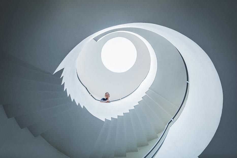 Weiße Spiraltreppe