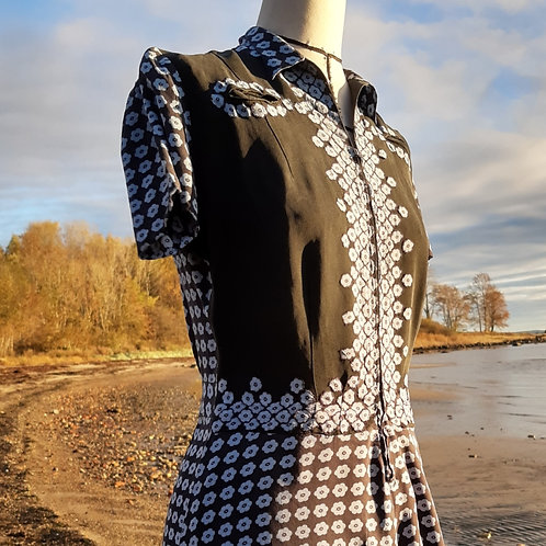 Light and pretty 40s silk dress