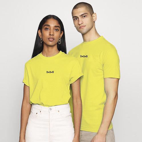 t-shirt gialla 2+2=5 foto