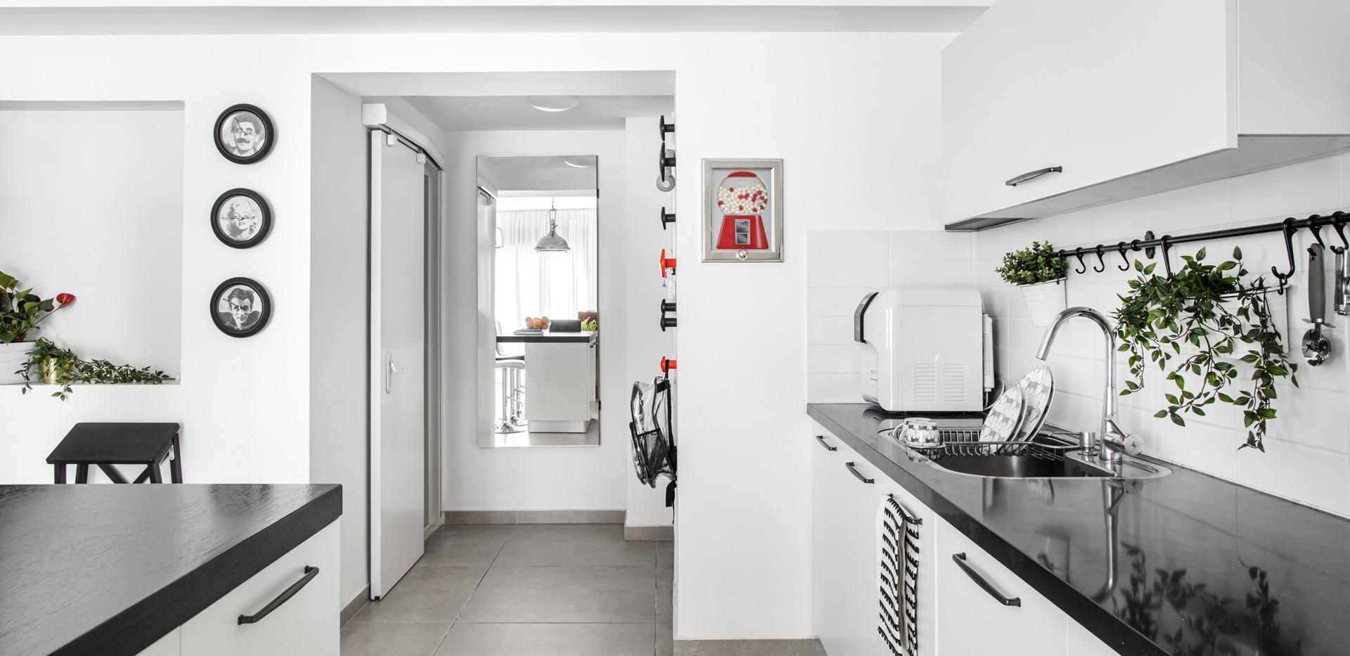 צילום ממטבח לכיון הכניסה