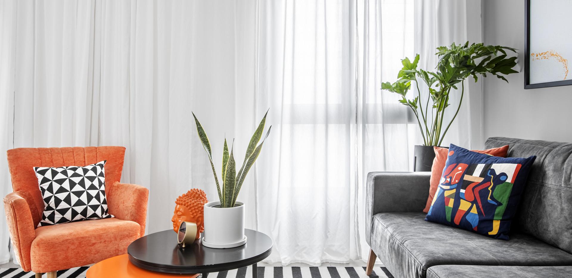 הום סטיילינג לסלון עם רהיטים קיימים