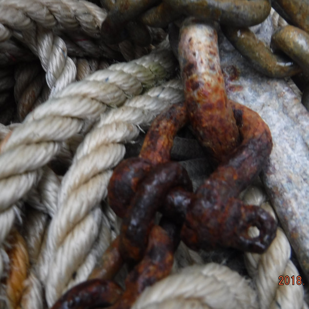 Rusting chain with no wire oin the shackle pin