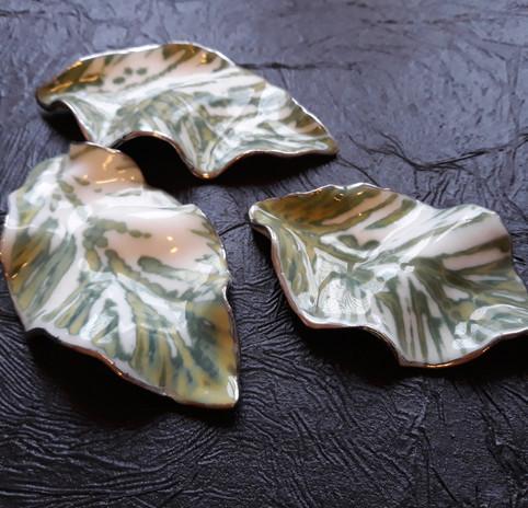 Пара листьев
