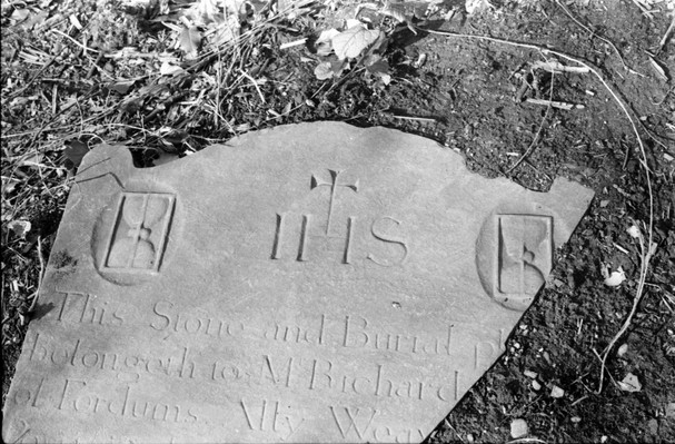 Broken headstone: Richard … of Fordums Ally Weavers' Square