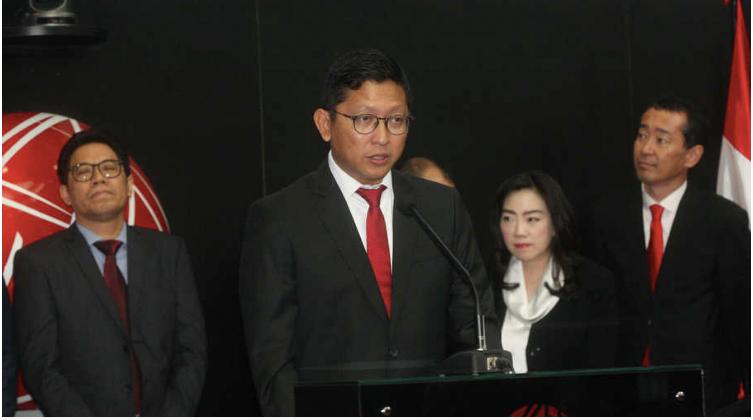 Direktur Utama PT DMS Propertindo Mohamad Prapanca saat pencatatan saham perusahaan tersebut di Bursa Efek Indonesia, di Jakarta, Selasa (9/7/19). Perusahaan pengembang properti, perhotelan, dan jasa manajemen PT DMS Propertindo melepas sebanyak 933 juta saham melalui penawaran umum perdana (IPO). BeritasSatu Photo/Mohammad Defrizal ( Foto: beritasatu photo / mohammad defrizal )