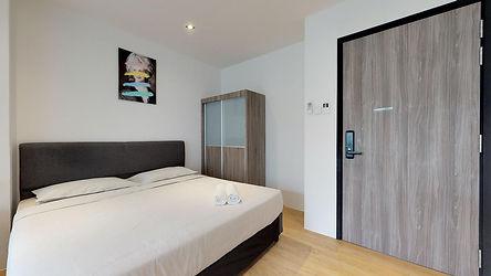 studio-king-bedroom-01.jpg