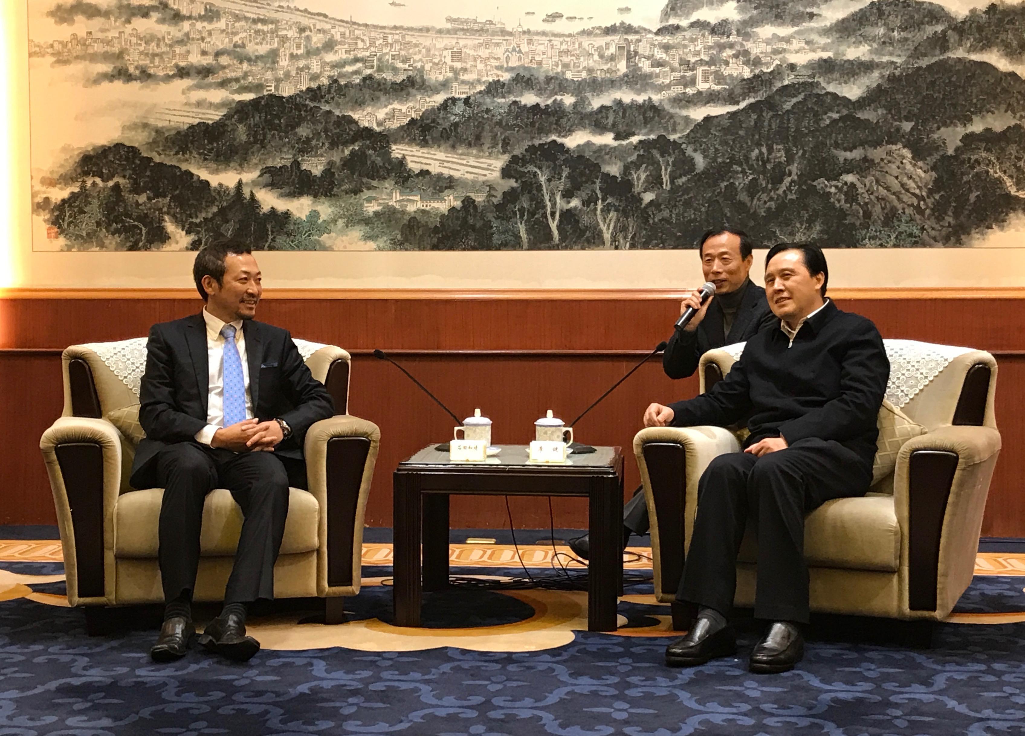 中国江蘇省人民政府幹部との記者会見