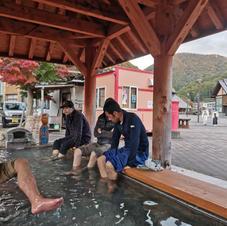 歩いてすぐの水の郷の足湯
