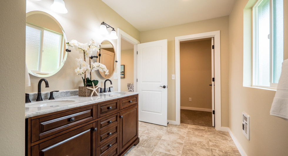 Master bathroom to walkin closet.jpg