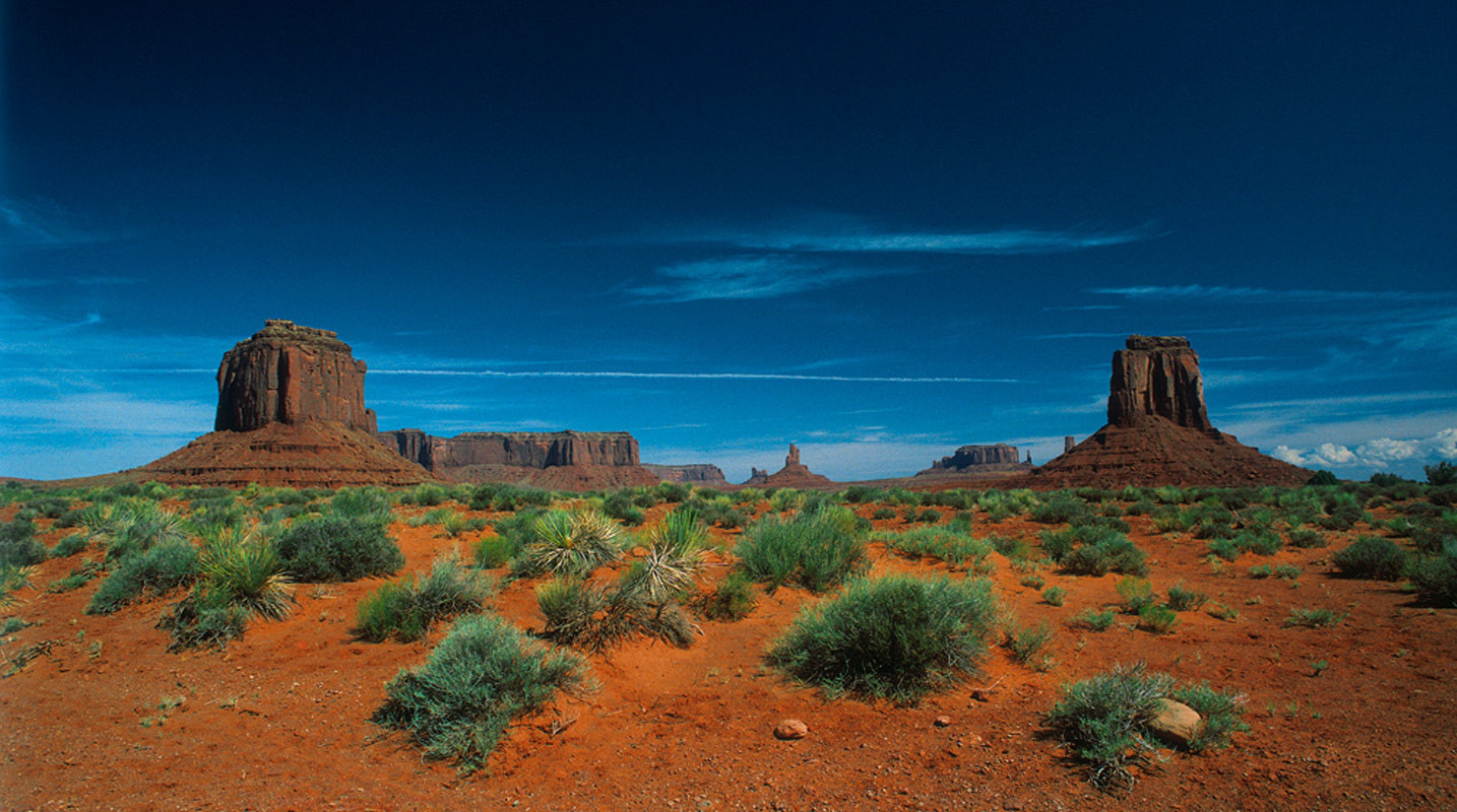 Monument Valley Lit