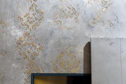 Betonoptik mit Muster Blattgold veredelt
