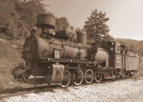 Antigua locomotora de vapor con un vagón