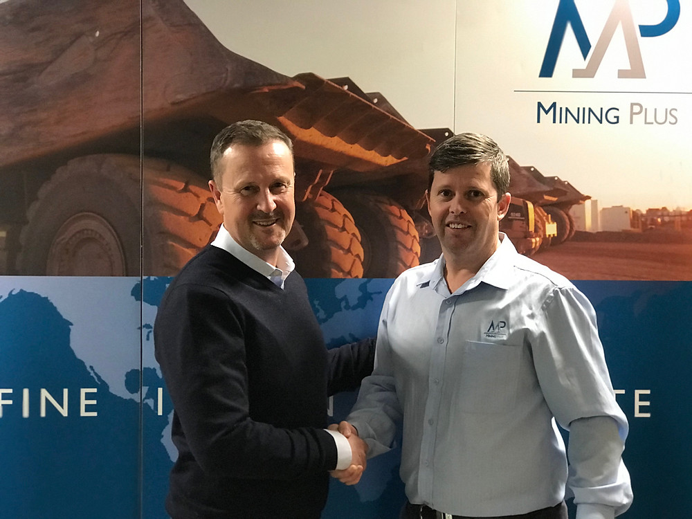 Stuart Jones – Chief Executive Officer, High Purity Quartz & Brad Evans – General Manager, Mining Plus, congratulate each other on the signing of the major contract agreement as part of the long term strategic relationship between HPQ and MP for the development of the mining operation at the Sugarbag Hill Quartz Deposit in Far North Queensland.