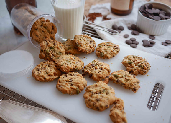 crunchy choc chip+ caramel maca cookie 6/10