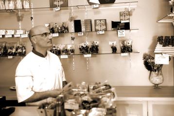 Mr Demeules dans sa boutique