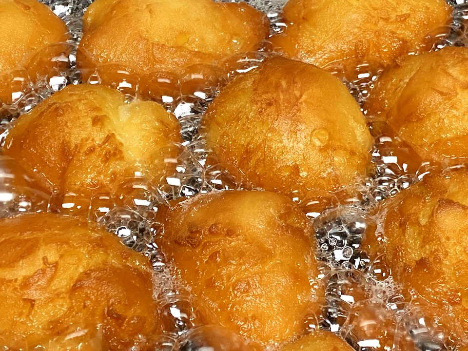 Home_Page_Picture_0001_Donuts-Frying.png