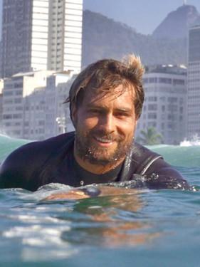 Campeão Mundial Pro-Junior de surf, Lucas Silveira fala da dificuldade do profissional