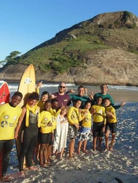 Conheça o trabalho social de Phil Rajzman, campeão mundial de longboard
