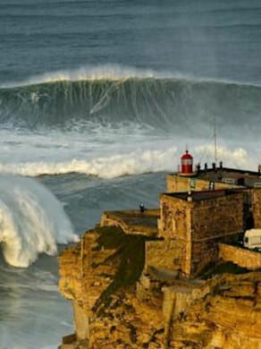Surfistas da Região dos Lagos participam do Gigantes de Nazaré