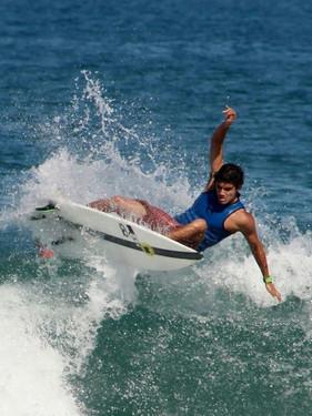Surf Camp do Hostel Yolo com Theo Fresia acontece em setembro