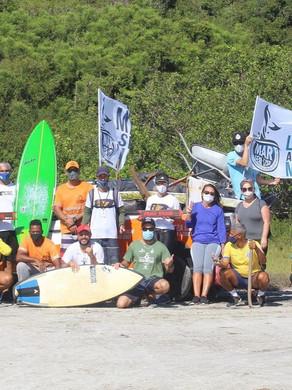 Cabo Frio Surf Clube participa de ação de limpeza em trilha da Praia Brava