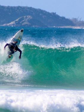 Surf raiz: Pedro Menezes leva a essência do esporte em produções autorais