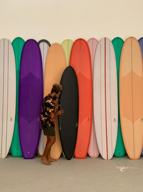 Arte, música e surf: Caio Teixeira lança sua marca com produtos exclusivos